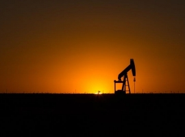 U.S. Becomes Top Oil Producer Globally