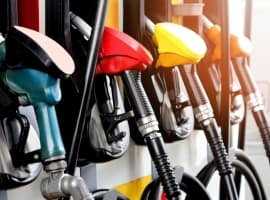 Oil Prices Fall At The Start Of US Driving Season