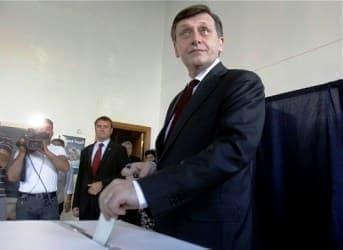 Chevron Waits for Romanian Vote to Decide Shale Fate