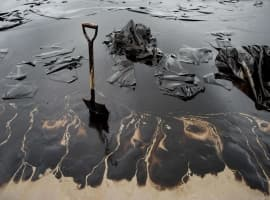 Chinese Scientists Find New Way To Clean Up Oil Spills