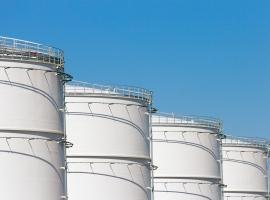 Oil Falls Despite Crude Inventory Draw