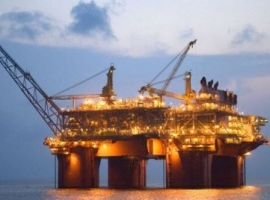 Soaring U.S. Oil Production Forces Prices Down