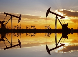 U.S. Oil Production Soars Despite Shale Bottlenecks