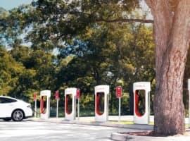 Tesla Execs Bail As Cash Flow Hits Record Lows