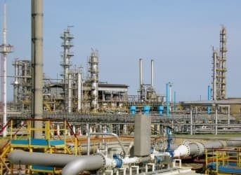 Ukraine Refinery Halts Amid Tensions with Russia