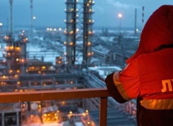 How Russia's Oil Companies Are Defying Sanctions and Low Oil Prices