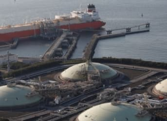 Petronas Threatens To Scrap Canadian LNG Terminal Over Tax Rates