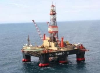 As Rig Count continues To Fall, Production Soars To Record Highs