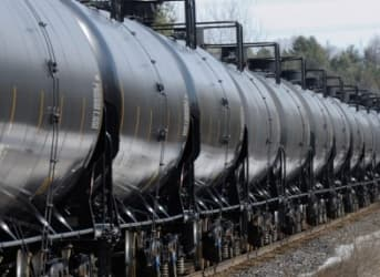 Oil-by-Rail Shipments Cutting Into Coal Deliveries