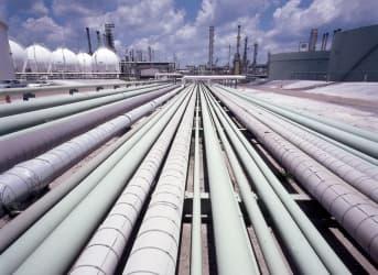 Buffett Looks at Pipelines after North Dakota Train Wreck