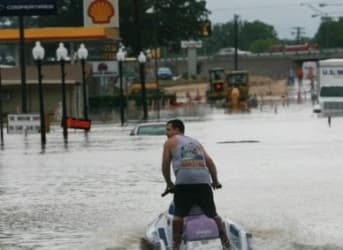 Texas Floods Affect Some Oil Wells, Refineries Mostly Unaffected