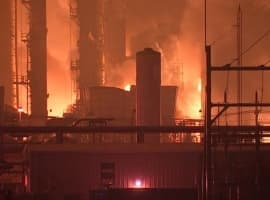 Explosion Rocks Texas Refinery, Injures 3 Workers