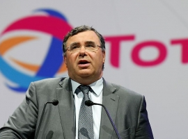 Total's Pouyanne Breaks From Crowd, Attends Saudi Investment Conference