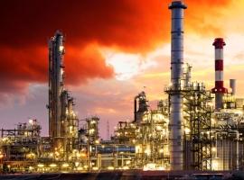 Oil Falls After API Reports Surprise Crude Build