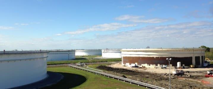 Loop oil tanks