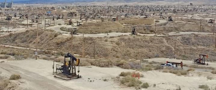 Cali oil wells
