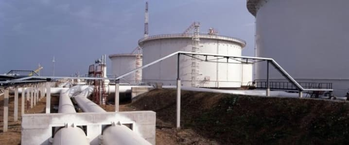 Pipeline oil tanks