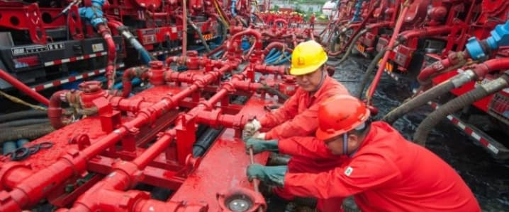 Chinese oil workers
